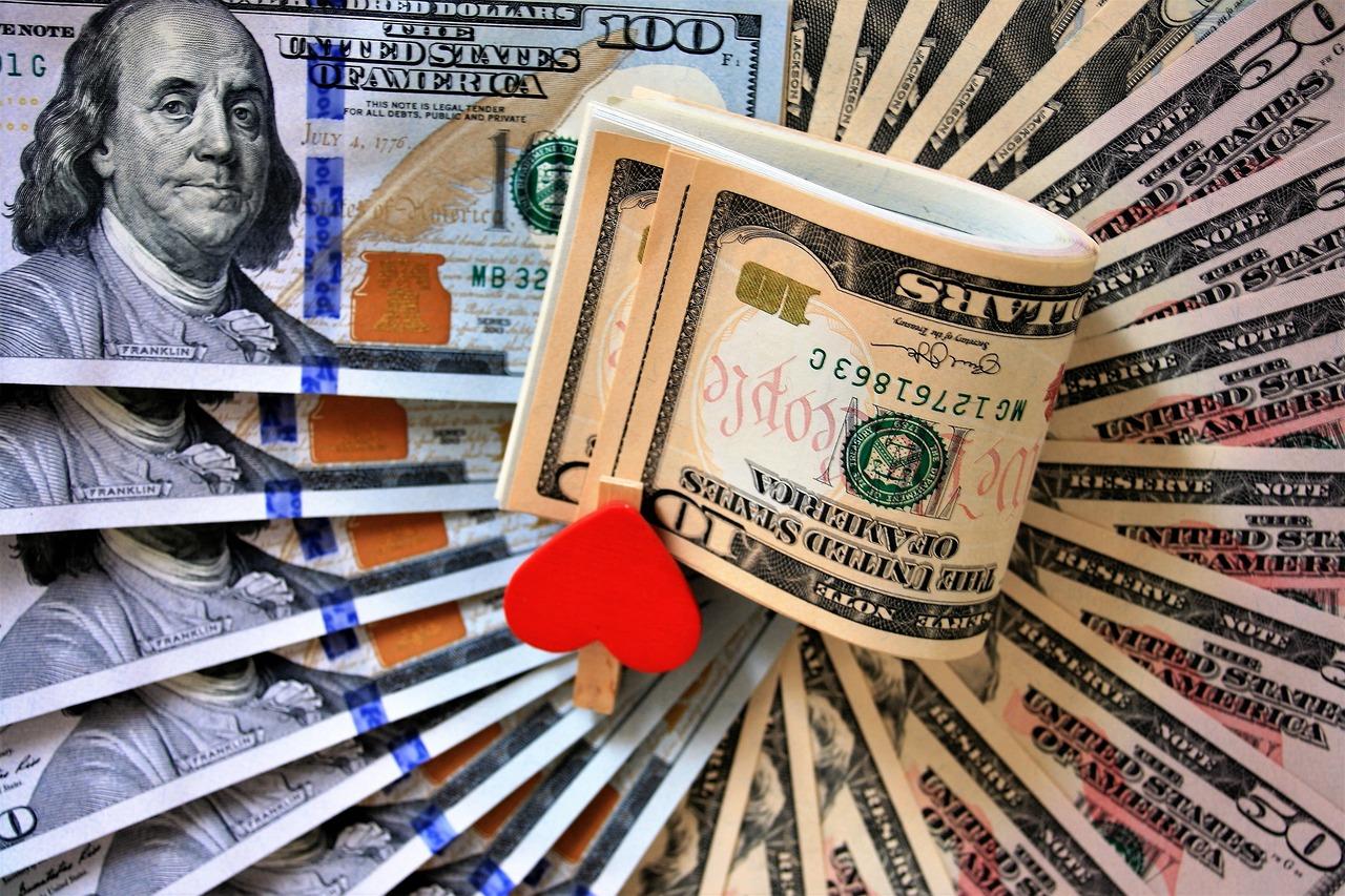 Pożyczka, pożyczce nie równa, czyli jak pożyczać, by nie wpaść w długi.