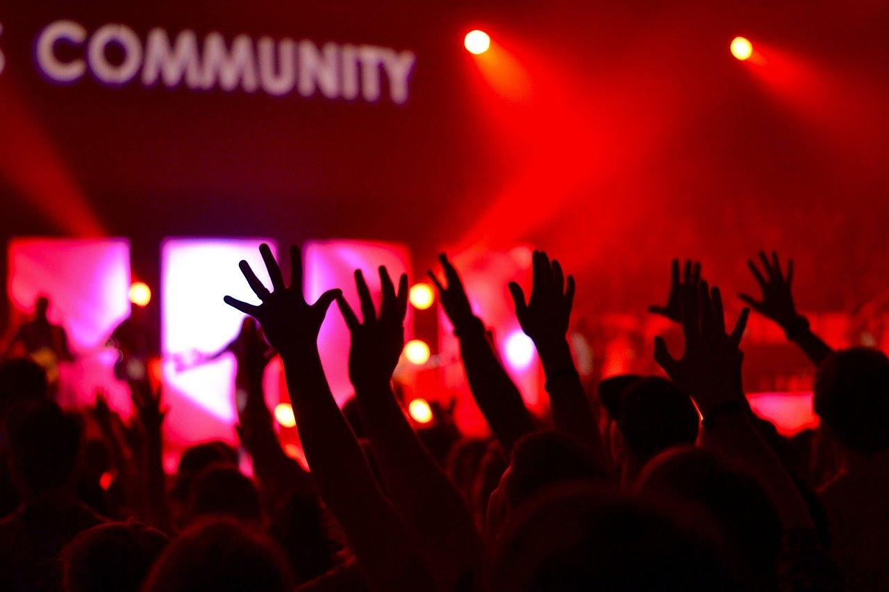 Spotkania oraz zgromadzenia ludzi